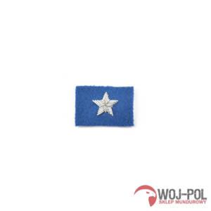 chorazy-na-beret-niebieski-haftowany-bajorkiem