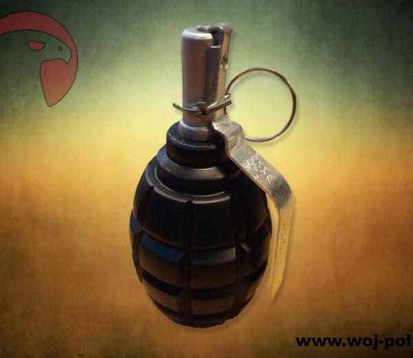Replika-granatu-F-1-czarny1