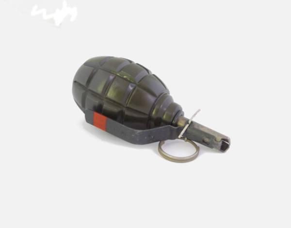 Replika granatu f-1 z oryginalnym zapalnikiem