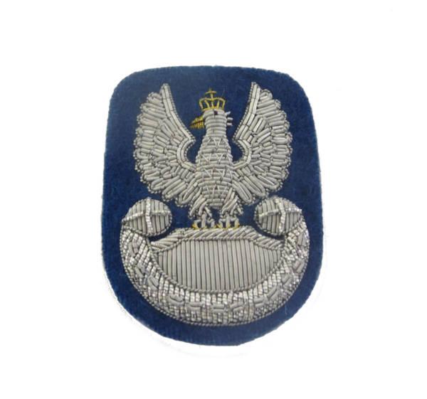 Orzełek haftowany bajorkiem na beret niebieski