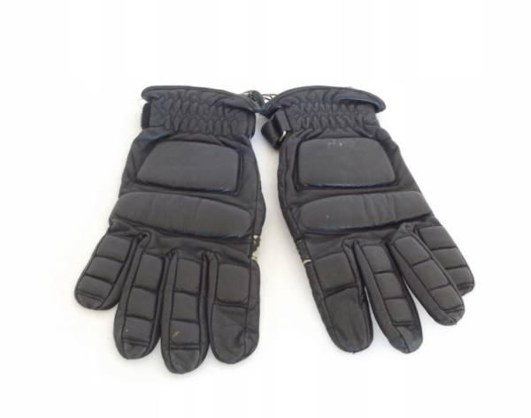 Rękawice przeciwuderzeniowe do rozliczenia